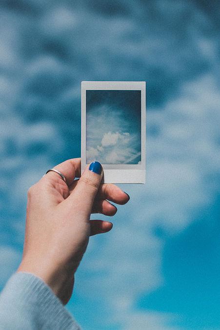 Blue Monday - Cielo azul con nubes