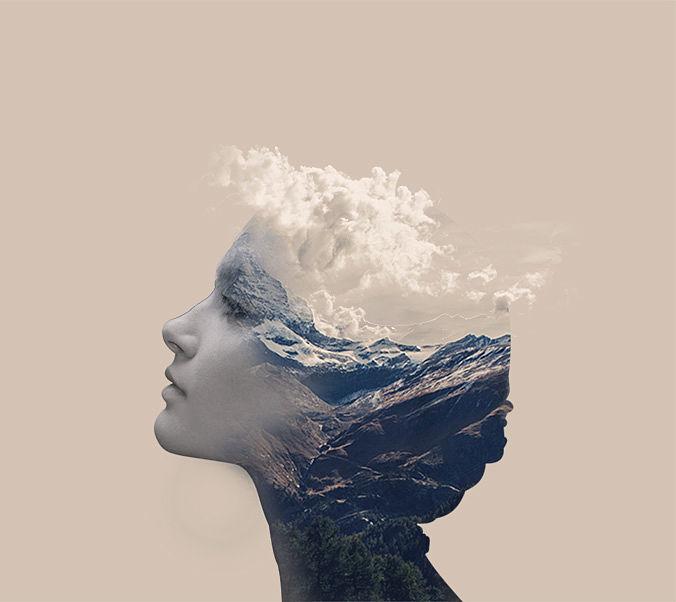 Mujer con montañas y nubes
