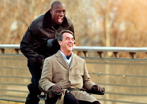 Driss y Philippe corriendo con la silla de ruedas - Película Intocable